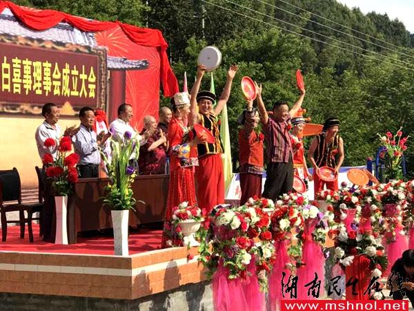 现代喜剧电影《婚�住吩诤�南怀化举行开机仪式