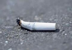 """重庆涪陵:未熄灭烟头随手扔 已成邻里纠纷""""炸弹"""""""
