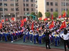 永兴碧水小学组织学生徒步郊游拥抱明媚春天
