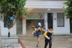 桂阳蓉峰完小开展消防应急演练